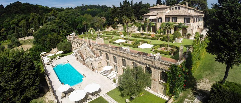 Вилла в Пезаро, Италия, 4780 м2 - фото 1