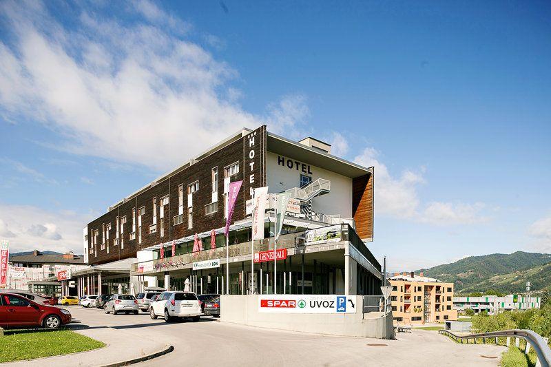 Коммерческая недвижимость в Руше, Словения, 5490 м2 - фото 1