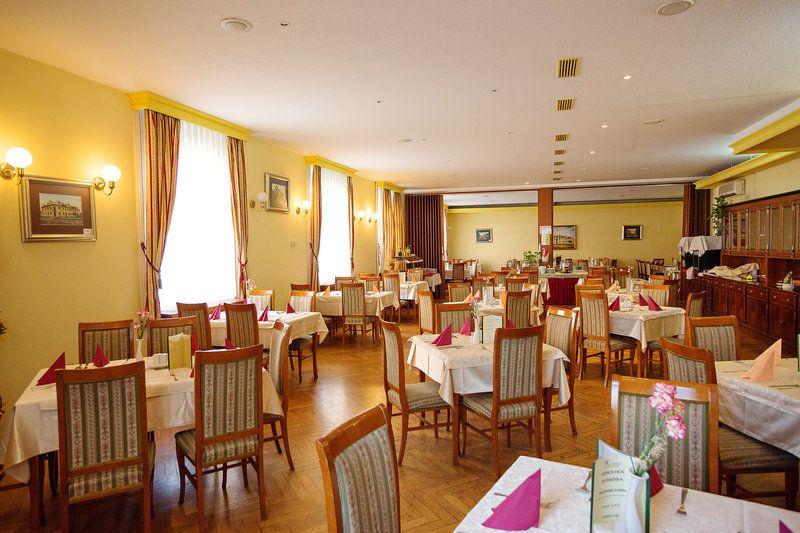 Отель, гостиница в Мурска-Соботе, Словения, 2214 м2 - фото 1