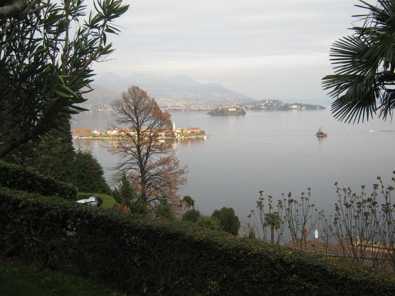 Квартира у озера Маджоре, Италия, 40 м2 - фото 1