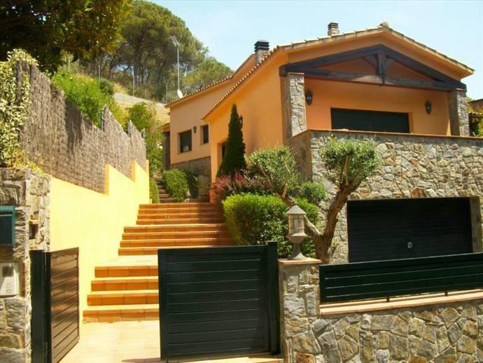 Дом в Барселоне, Испания, 630 м2 - фото 1