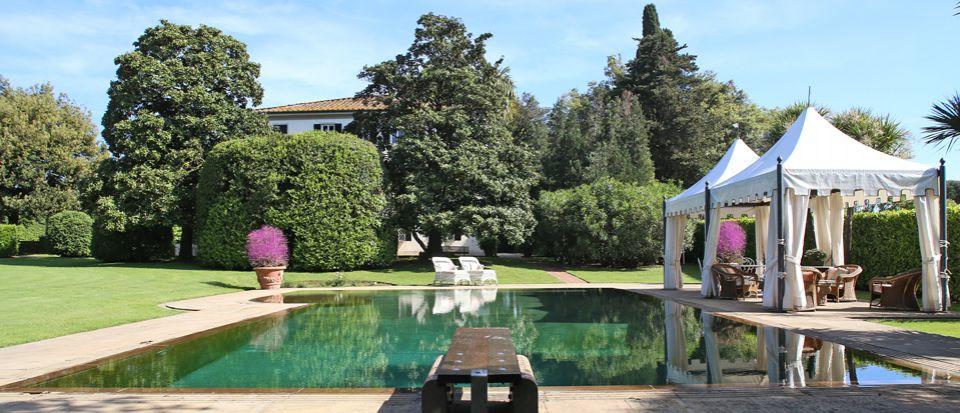 Вилла в Лукке, Италия, 900 м2 - фото 1