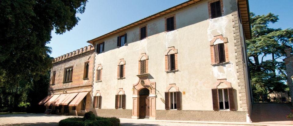 Замок в Умбрии, Италия, 2000 м2 - фото 1