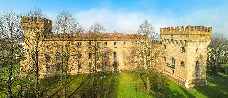 Замок в Эмилия-Романья, Италия - фото 1