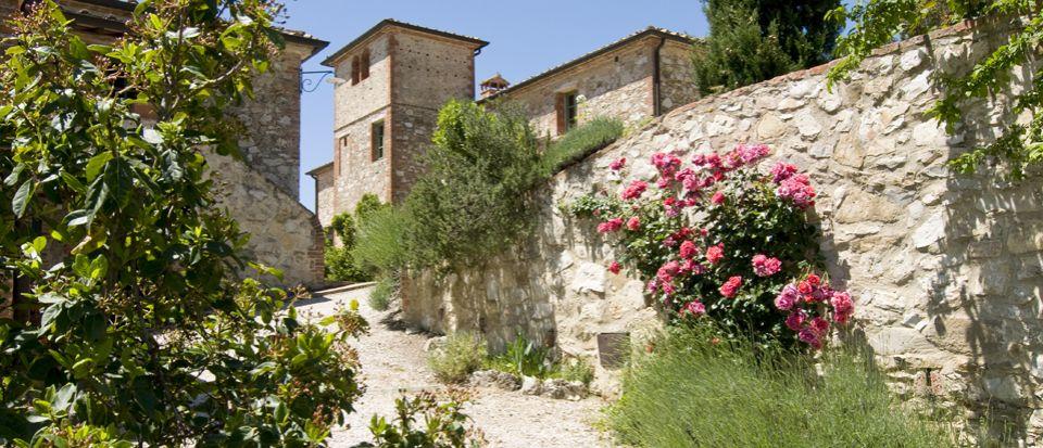 Отель, гостиница в Сиене, Италия, 2650 м2 - фото 1