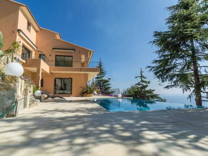 Дом в Эзе, Франция, 220 м2 - фото 1