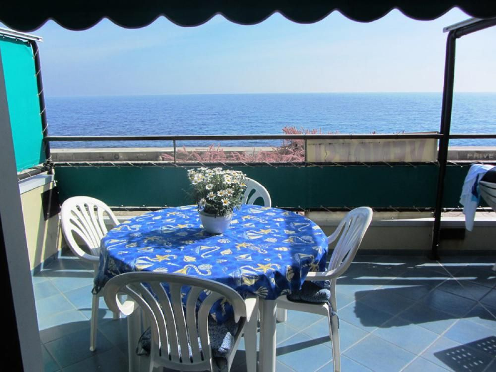 Sale of the restaurant by the sea Ospedaletti