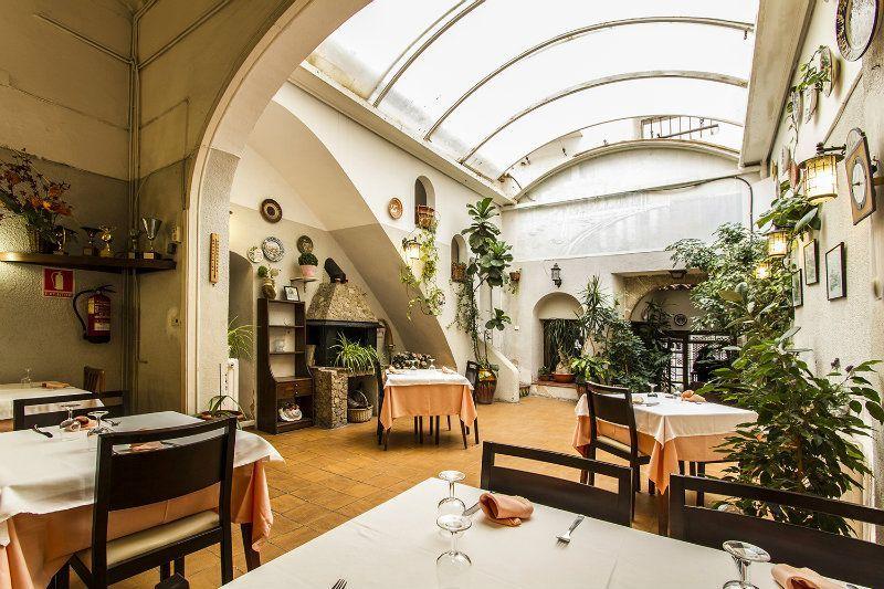 Отель, гостиница в Барселоне, Испания, 800 м2 - фото 1