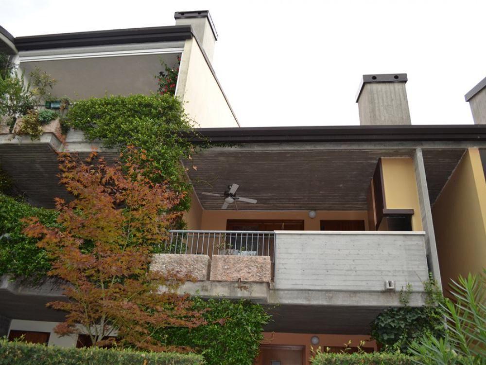 Апартаменты в Ломбардии, Италия, 115 м2 - фото 1