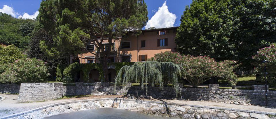 Вилла у озера Комо, Италия, 950 м2 - фото 1