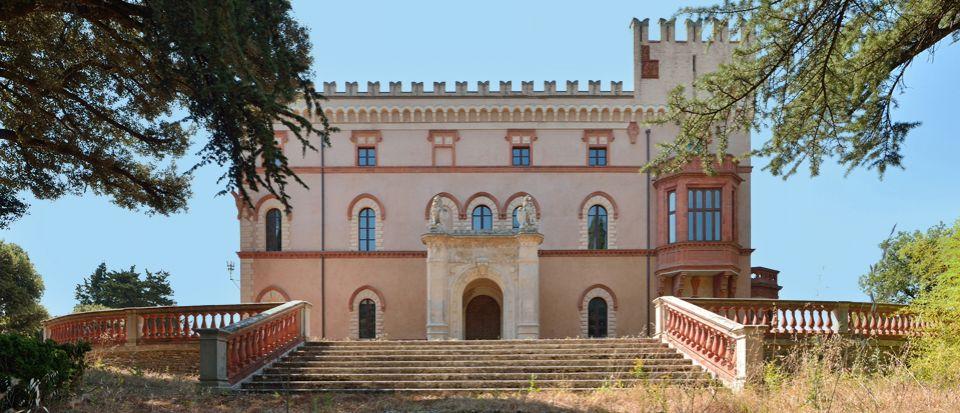 Замок в Перудже, Италия, 3120 м2 - фото 1