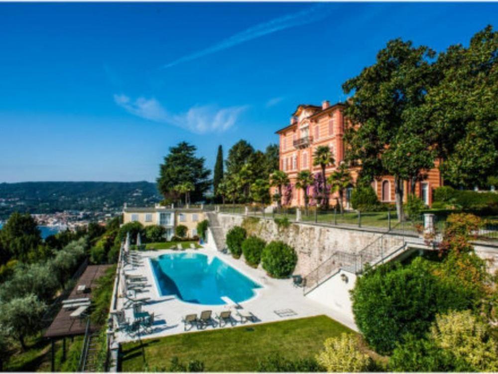 Апартаменты в Ломбардии, Италия, 1000 м2 - фото 1