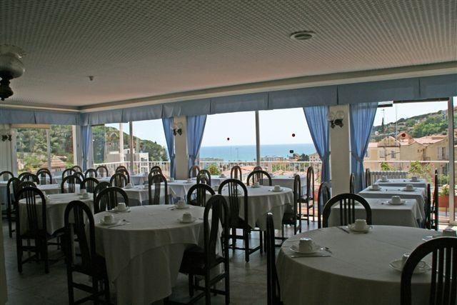 Отель, гостиница на Коста-дель-Маресме, Испания, 2250 м2 - фото 1