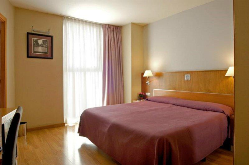 Отель, гостиница в Барселоне, Испания, 1200 м2 - фото 1