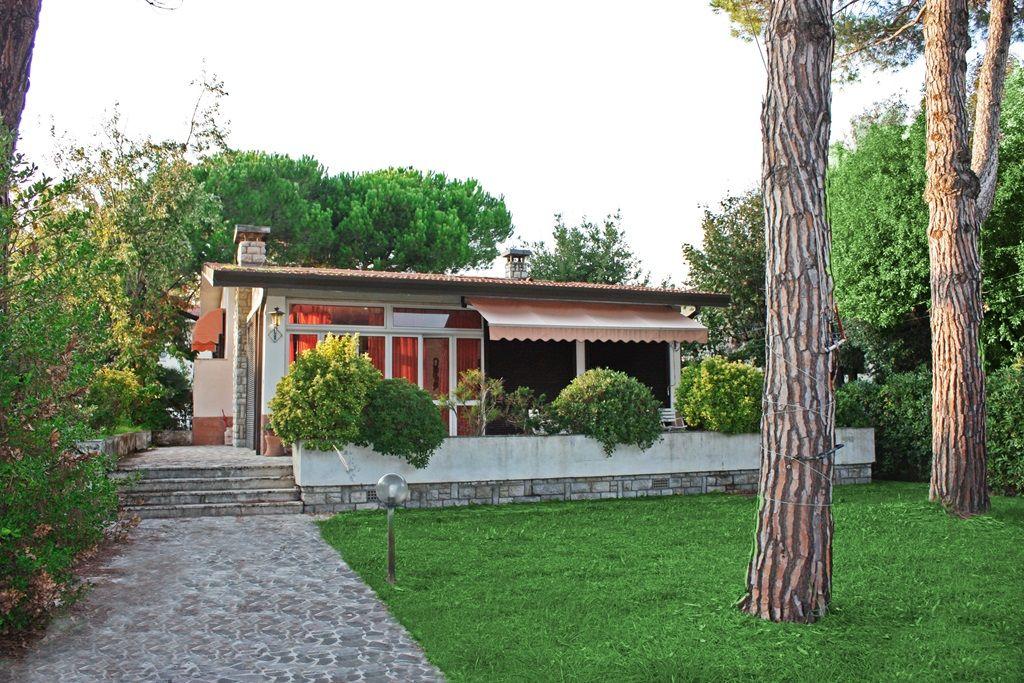 Вилла в Марина ди Пьетрасанта, Италия, 1000 м2 - фото 1