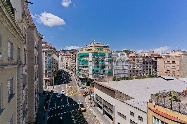Доходный дом в Барселоне, Испания, 2449 м2 - фото 1