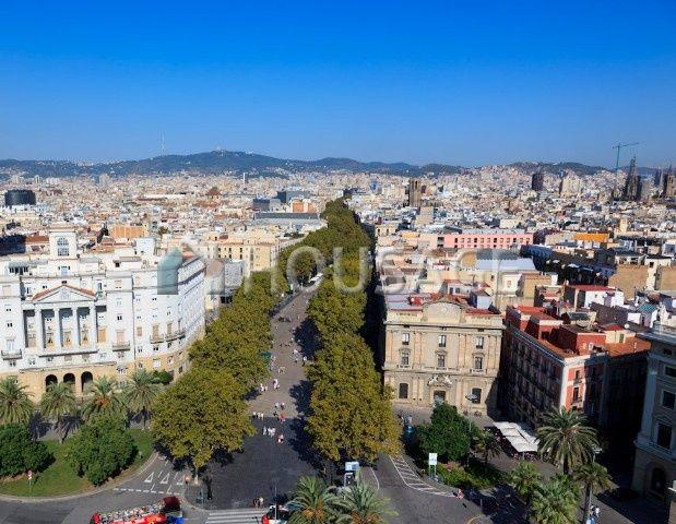 Доходный дом в Барселоне, Испания, 920 м2 - фото 1