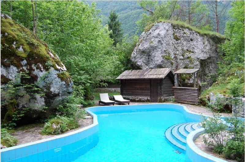 Отель, гостиница в Бовеце, Словения, 1594.09 м2 - фото 1