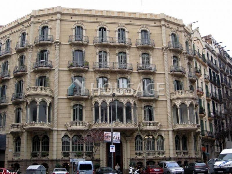 Коммерческая недвижимость в Барселоне, Испания, 2800 м2 - фото 1
