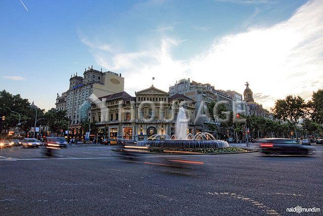 Офис в Барселоне, Испания, 2435 м2 - фото 1