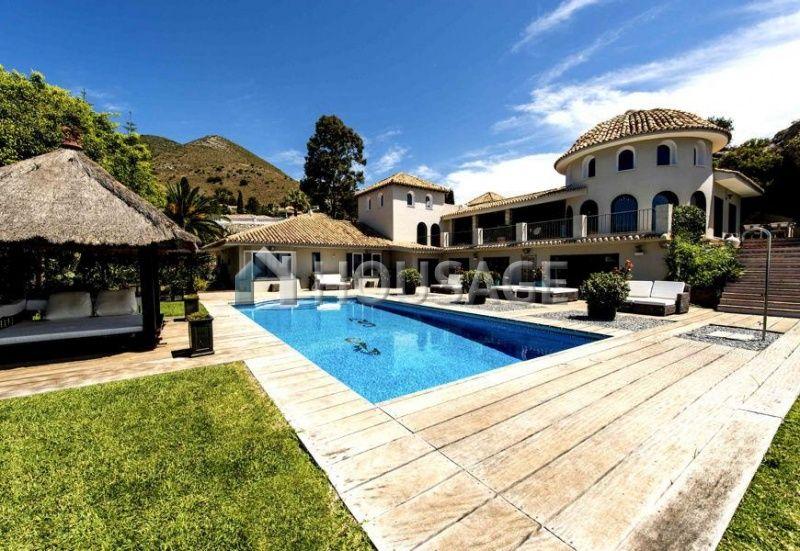 Коммерческая недвижимость в Бенальмадене, Испания, 755 м2 - фото 1