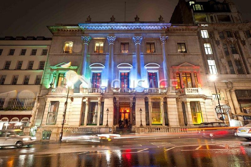 Коммерческая недвижимость в Лондоне, Великобритания, 3716 м2 - фото 1