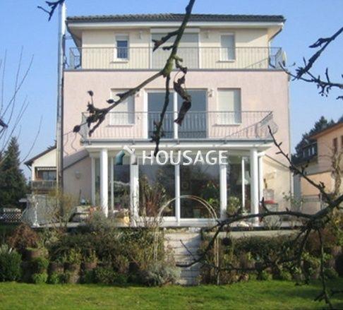 Дом во Франкфурте-на-Майне, Германия, 395 м2 - фото 1