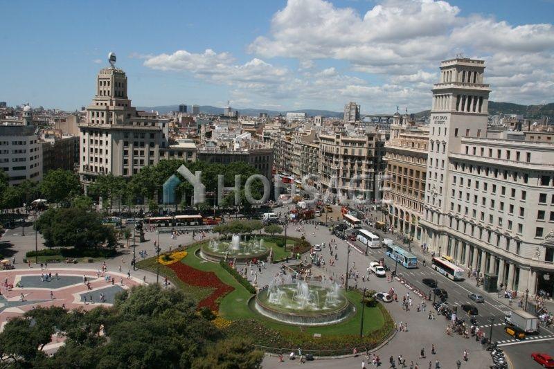 Коммерческая недвижимость в Барселоне, Испания, 2137 м2 - фото 1