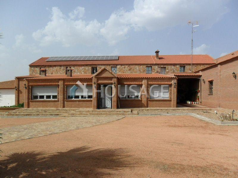 Коммерческая недвижимость Бадахоз, Испания - фото 1