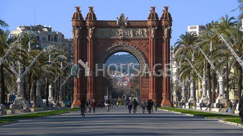 Доходный дом в Барселоне, Испания, 372 м2 - фото 1