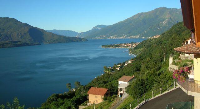 Квартира у озера Комо, Италия, 98 м2 - фото 1