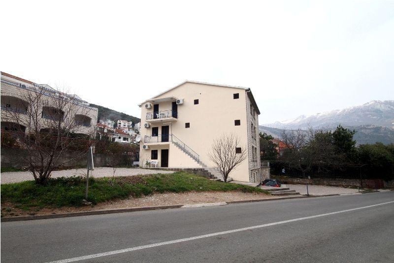 Доходный дом в Будве, Черногория, 600 м2 - фото 1