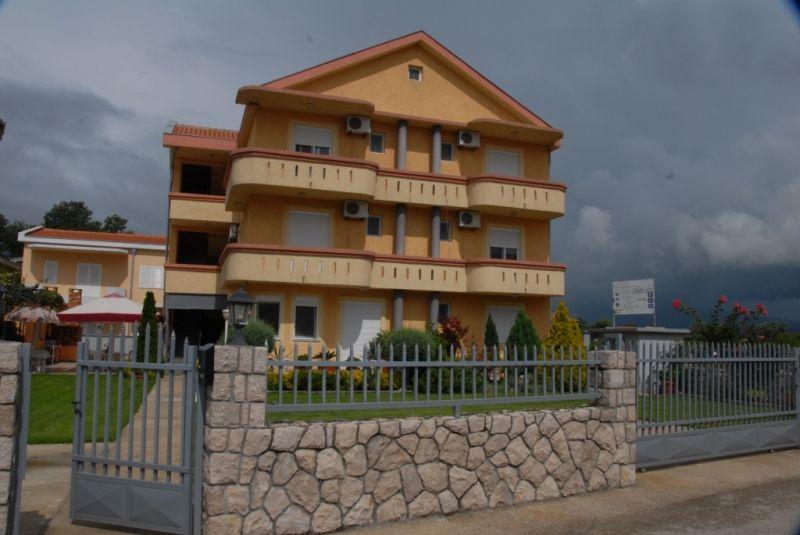 Доходный дом в Улцине, Черногория, 450 м2 - фото 1