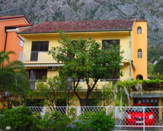 Дом в Которе, Черногория, 483 м2 - фото 1