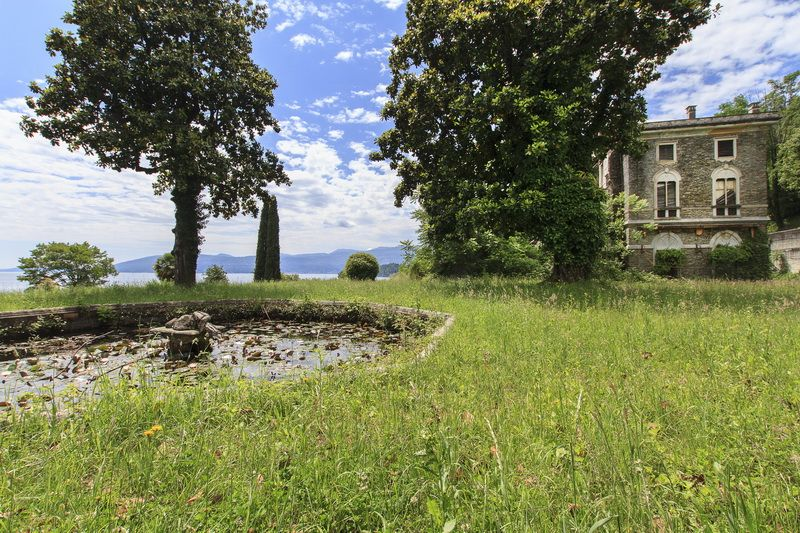Вилла у озера Маджоре, Италия, 4000 м2 - фото 1