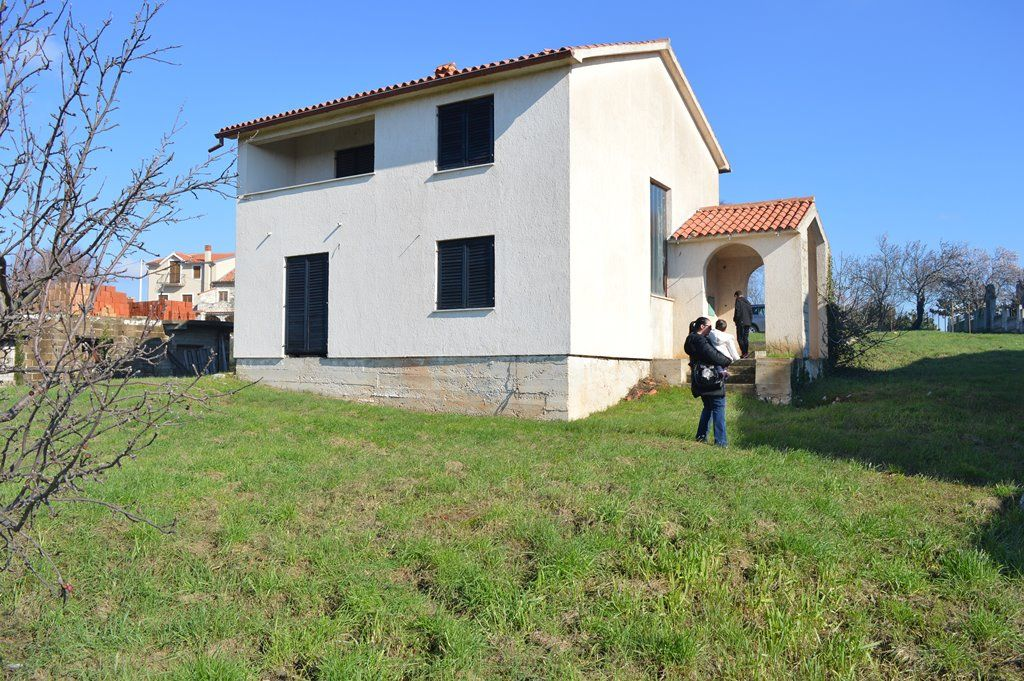 Дом в Пуле, Хорватия, 945 м2 - фото 1