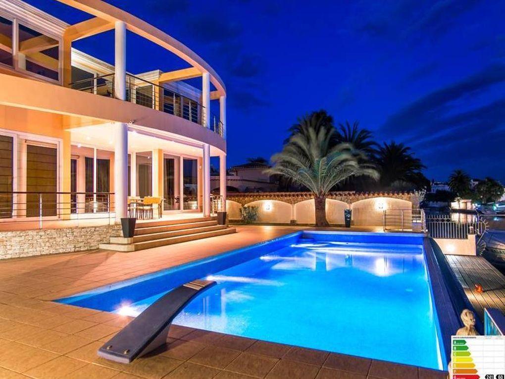 Дом на Коста-Брава, Испания, 690 м2 - фото 1