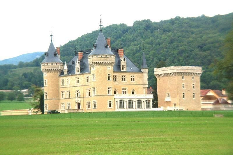 Замок в Верхней Савойе, Франция, 2000 м2 - фото 1