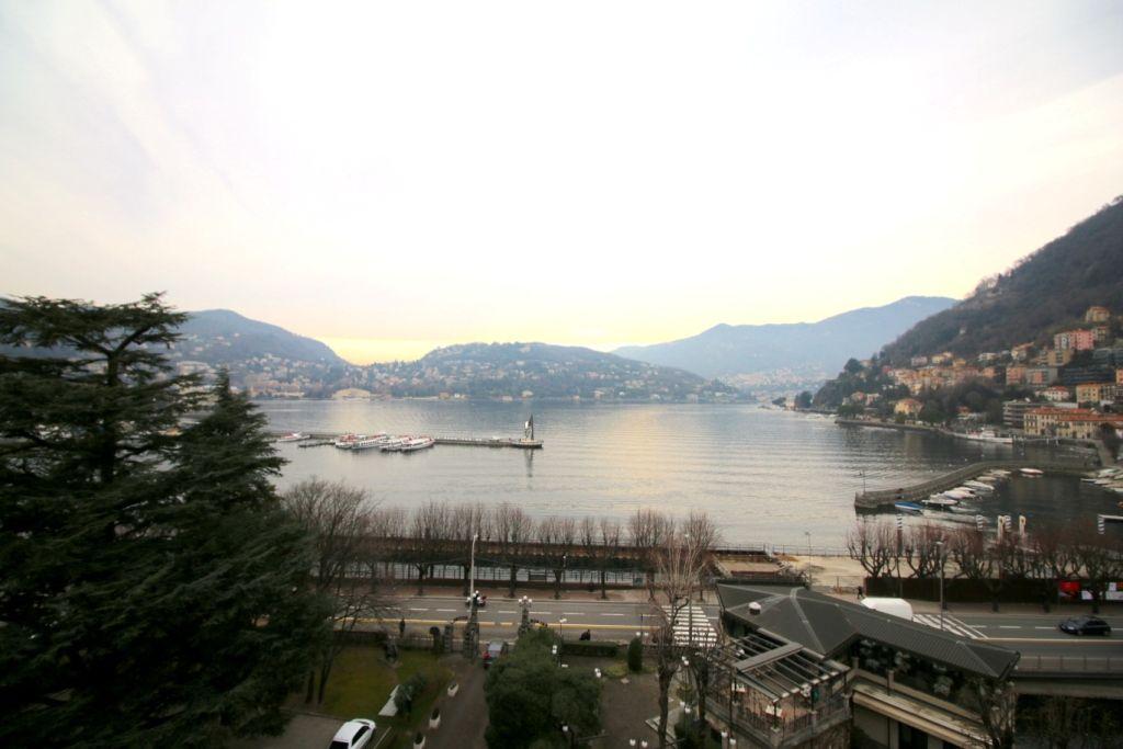 Апартаменты у озера Комо, Италия, 280 м2 - фото 1