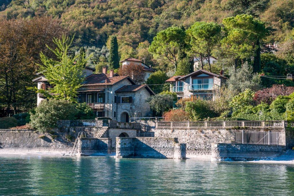 Вилла у озера Комо, Италия, 666 м2 - фото 1