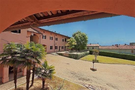 Коттедж в Пьемонте, Италия, 1050 м2 - фото 1