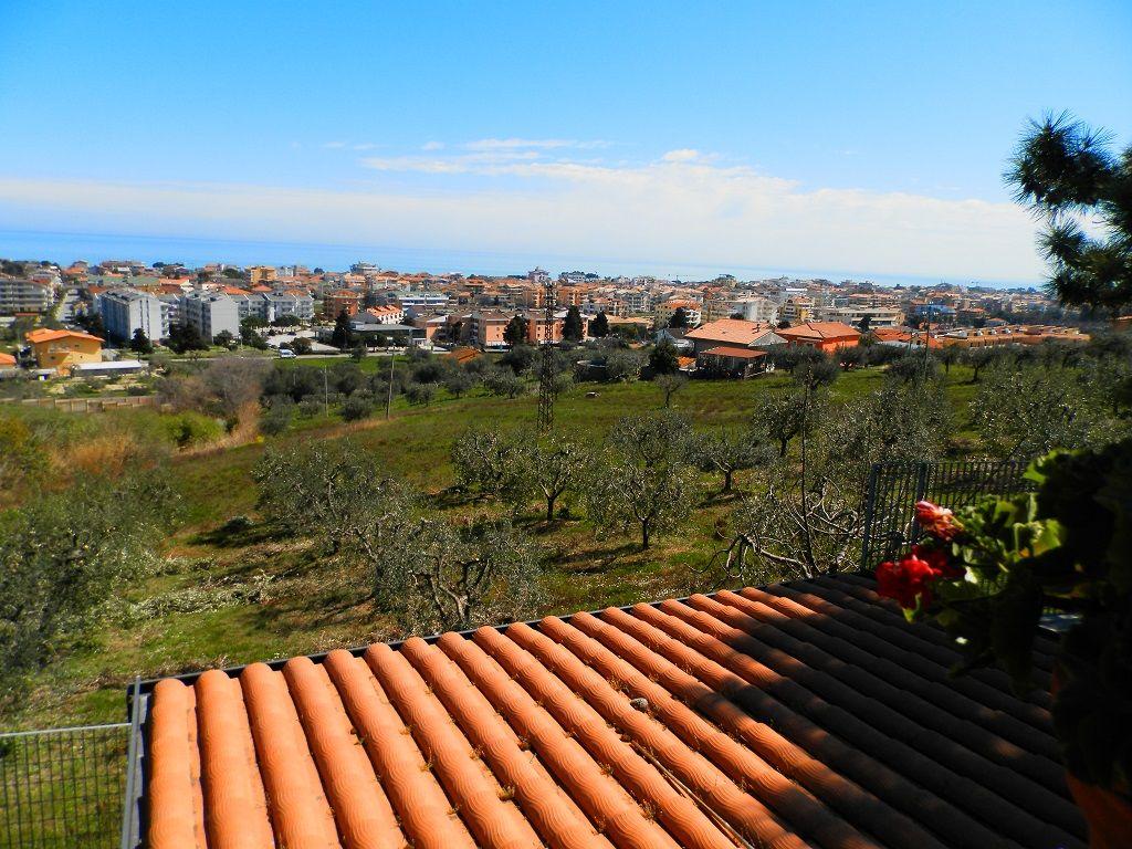 Tortoreto houses villas