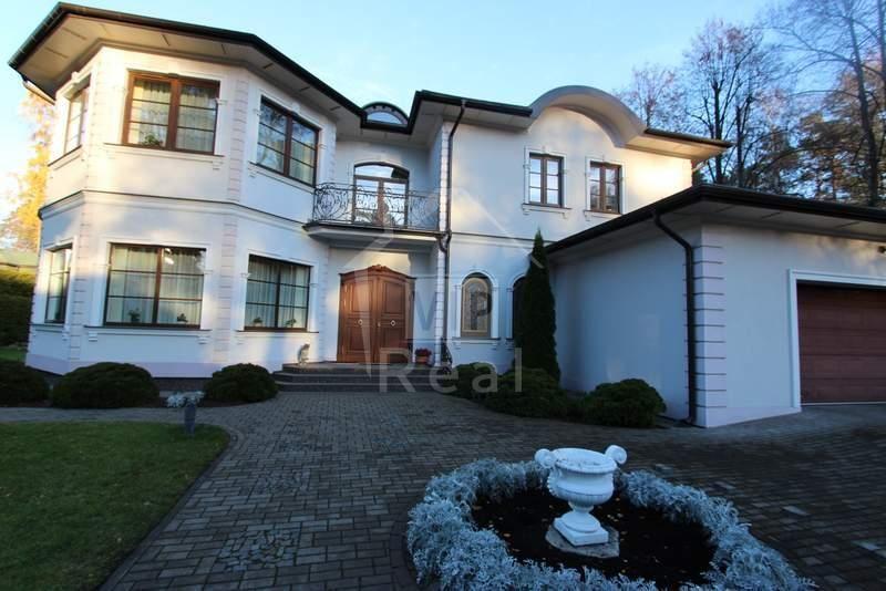 Дом в Юрмале, Латвия, 1054 м2 - фото 1
