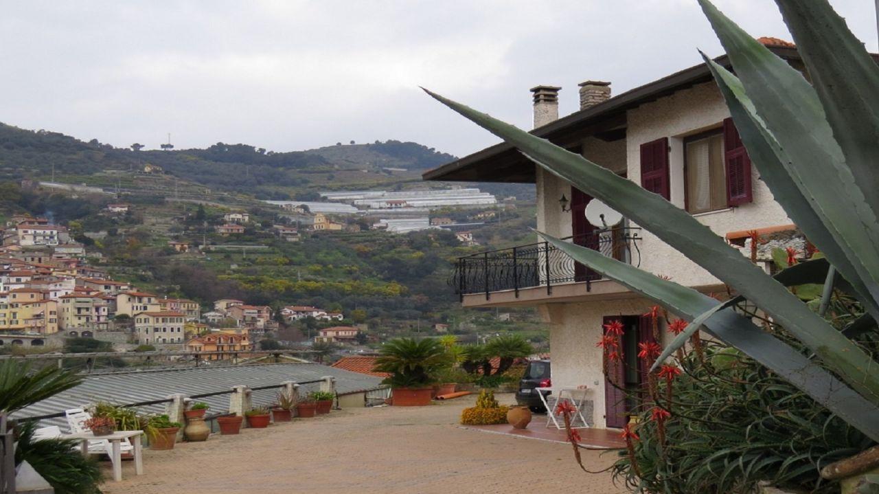 Вилла в Бордигере, Италия, 8170 м2 - фото 1