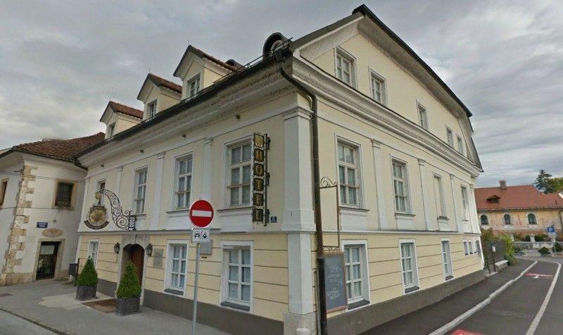 Отель, гостиница в Камнике, Словения, 1100 м2 - фото 1