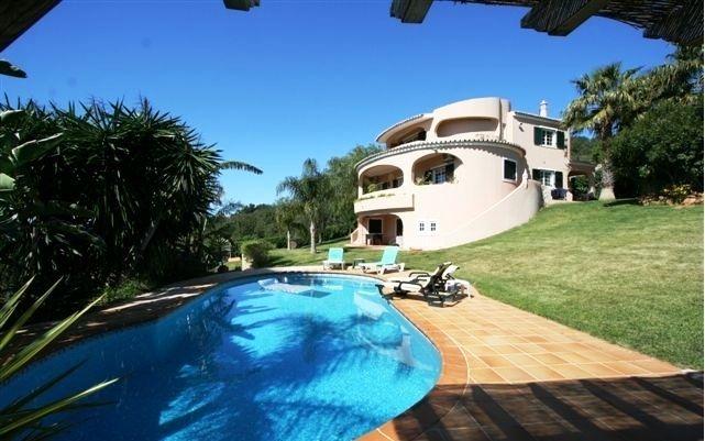 Вилла в Лоле, Португалия, 2500 м2 - фото 1