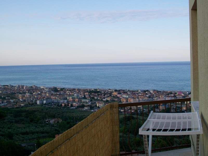 Квартира в Абруццо, Италия, 48 м2 - фото 1