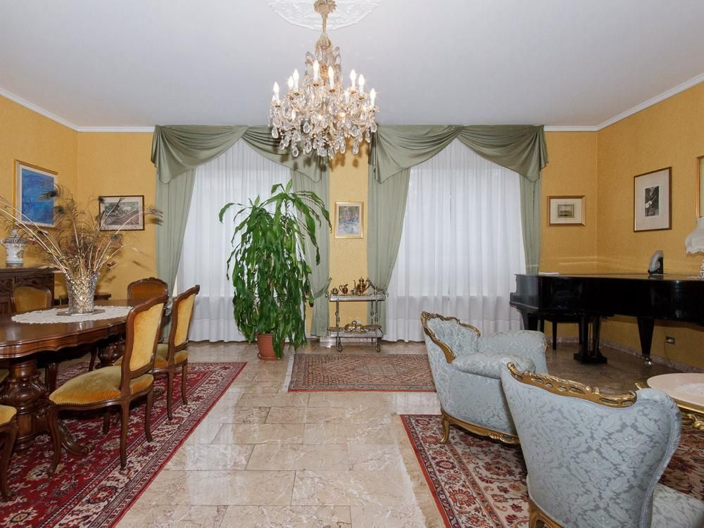 Апартаменты в Турине, Италия, 220 м2 - фото 1