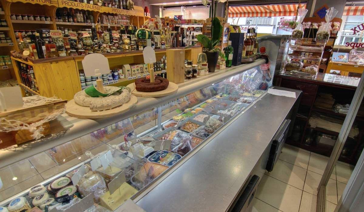 Магазин в Жуан-ле-Пэн, Франция, 110 м2 - фото 1