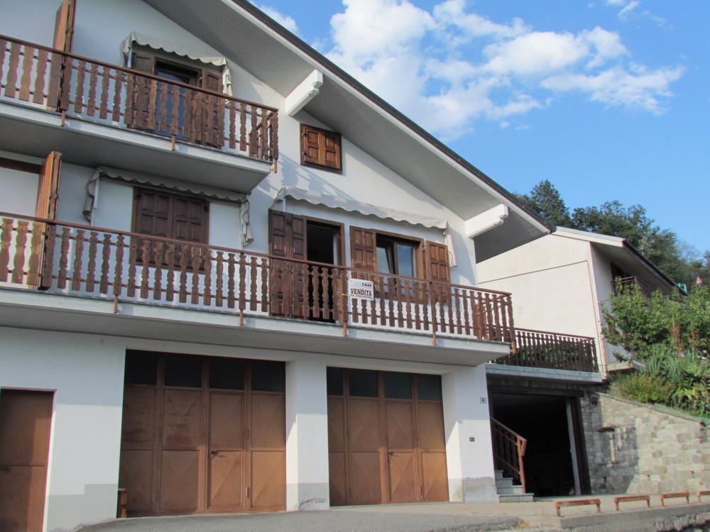 Апартаменты в Валле-д'Аоста, Италия, 173 м2 - фото 1
